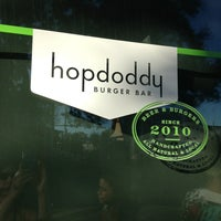 Foto tirada no(a) Hopdoddy Burger Bar por Jennifer A. em 3/3/2013