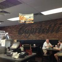 Das Foto wurde bei Capriotti's Sandwich Shop -Temporarily Closed von Karissa W. am 4/6/2013 aufgenommen