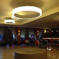 Foto diambil di Midtown Hotel İstanbul oleh SI pada 12/3/2012