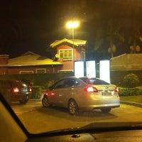 Foto tirada no(a) McDonald's por Willian S. em 3/23/2013