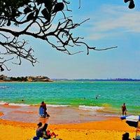 Photo taken at Praia da Direita by Fabio Rizzi De Martin R. on 11/13/2015