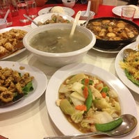 Photo taken at Downtown KLIA Seafood Restaurant (Chinese Seafoods Muslim Cuisine) by Shahril Shahdan on 3/30/2013