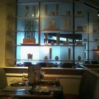 Foto tomada en The Hot House Restaurant & Bar por Makeda P. el 10/25/2012