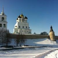 Снимок сделан в Псковский Кром (Кремль) / Pskov Krom (Kremlin) пользователем Алексей У. 2/19/2013
