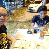 Photo taken at Kedai makan Abg Latip & Kak Na,Langkap by Hilmi H. on 7/16/2017
