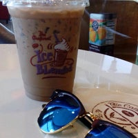 Photo taken at The Coffee Bean & Tea Leaf by chai c. on 5/13/2016