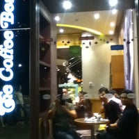 Photo taken at The Coffee Bean & Tea Leaf by desi marie s. on 1/5/2013