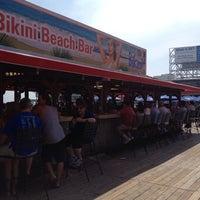 รูปภาพถ่ายที่ Bally's Bikini Beach Bar โดย Larry B. เมื่อ 8/22/2013