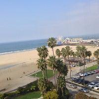 รูปภาพถ่ายที่ Loews Santa Monica โดย John C. เมื่อ 3/4/2013