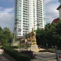 Photo taken at Pattaya Hill Resort by Howard C. on 1/4/2017