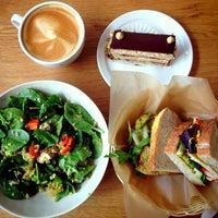 Das Foto wurde bei Flour Bakery + Cafe von Jane P. am 5/20/2013 aufgenommen