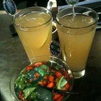 Foto tomada en Sushi Roll por Liza B. el 12/5/2012