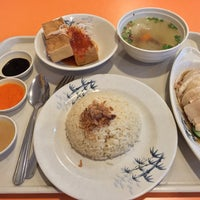 Photo taken at Mr. Chicken Rice by Feng Run C. on 2/25/2015