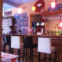 10/15/2012 tarihinde Subria L.ziyaretçi tarafından Bacchus Coffee & Wine Bar'de çekilen fotoğraf