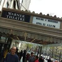 4/2/2016 tarihinde Dan R.ziyaretçi tarafından Warner Theatre'de çekilen fotoğraf