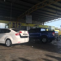 Photo taken at Cyclone Automatic Car Wash by Amarkhanz !. on 9/4/2016
