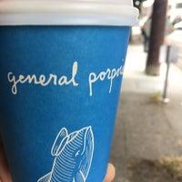 Foto tomada en General Porpoise Coffee & Doughnuts por Ann C. el 7/1/2017