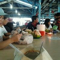 รูปภาพถ่ายที่ Kelong Restaurant Aneka Rasa โดย Muyee Z. เมื่อ 5/12/2013