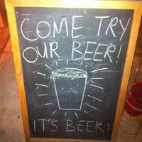 12/4/2012 tarihinde Davis A.ziyaretçi tarafından Alphabet City Beer Co.'de çekilen fotoğraf