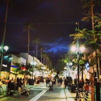 Photo prise au Third Street Promenade par Mark G. le1/28/2013