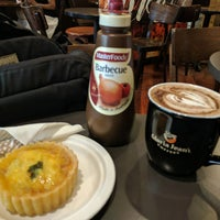 Photo taken at Gloria Jean's Coffees by Brief E. on 1/25/2017