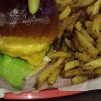 Foto scattata a Red Iron Burgers da Ali J. il 8/22/2013