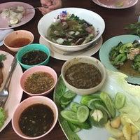 Photo taken at ร้านเจ้าปลุกปลาเผา by Potae S. on 2/21/2016