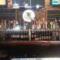 Foto tomada en Sharky's West Wing & Raw Bar por Michelle W. el 5/16/2013