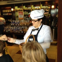 Photo taken at Ghirardelli Ice Cream & Chocolate Shop by Daiv R. on 10/27/2012