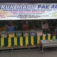 Photo taken at Jeruk Madu Pak Ali Sg Nibong by Wan Muhammad F. on 12/24/2012