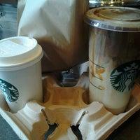 Foto tirada no(a) Starbucks por Shaun em 10/8/2012