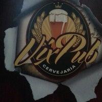 Foto tirada no(a) Vix Pub Cervejaria por Erika Fernanda N. em 8/22/2013