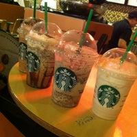 Foto tirada no(a) Starbucks por Adriana C. em 2/1/2013