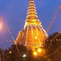 Photo taken at Phra Pathom Chedi by Benz B. on 10/15/2012