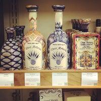 รูปภาพถ่ายที่ Woodland Hills Wine Company โดย Ernesto (Tequila Man) A. เมื่อ 9/27/2014