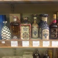 รูปภาพถ่ายที่ Woodland Hills Wine Company โดย Ernesto (Tequila Man) A. เมื่อ 3/5/2015
