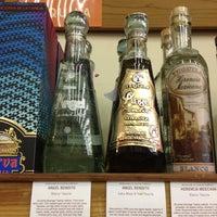 รูปภาพถ่ายที่ Woodland Hills Wine Company โดย Ernesto (Tequila Man) A. เมื่อ 5/22/2015