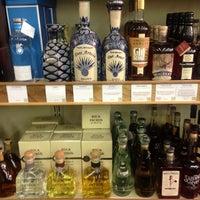 รูปภาพถ่ายที่ Woodland Hills Wine Company โดย Ernesto (Tequila Man) A. เมื่อ 12/6/2014