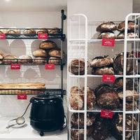 1/31/2015 tarihinde Grandma Artisan Bakery Cafeziyaretçi tarafından Grandma Artisan Bakery Cafe'de çekilen fotoğraf