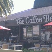 Photo taken at The Coffee Bean & Tea Leaf by Vivian C. on 10/27/2012