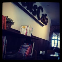 Foto scattata a Queen's Café da Samuel L. il 10/6/2013