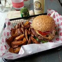Das Foto wurde bei Fräulein Burger von Chris am 3/1/2013 aufgenommen