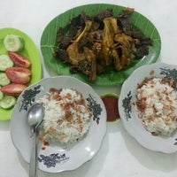 Photo taken at Nasi Uduk & Ayam Goreng Toha by Aderina D. on 1/1/2014