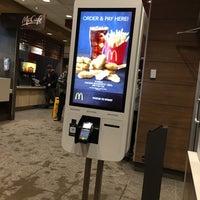 รูปภาพถ่ายที่ McDonald's โดย Michael H. เมื่อ 1/30/2018