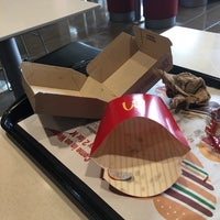 รูปภาพถ่ายที่ McDonald's โดย Michael H. เมื่อ 4/16/2018