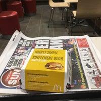 รูปภาพถ่ายที่ McDonald's โดย Michael H. เมื่อ 2/7/2017