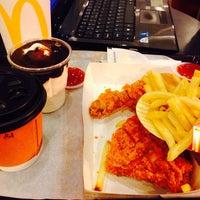 Photo taken at McDonald's by S h i r a a a ⚜️ on 8/18/2017