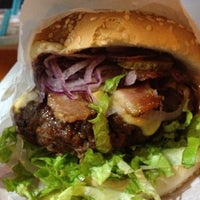 Photo taken at Willy's Authentic Burger by Ubirajara P. on 10/15/2012