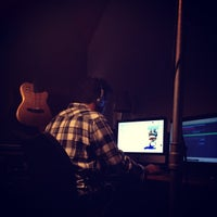 Photo taken at Estudio Mare Alta by Ubirajara P. on 9/14/2012