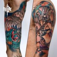 Das Foto wurde bei Oxel Tattoo Studio von Rodolfo S. am 5/22/2015 aufgenommen